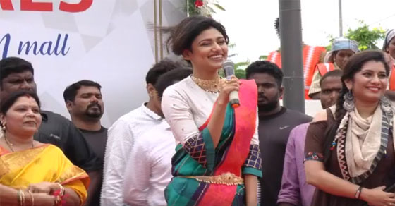 Photo of Oviya sing kokku natta song in Saravana stores opening function