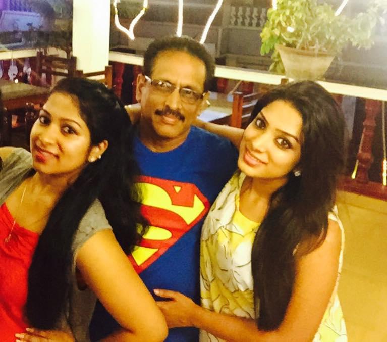 Diya With her Sister and Father