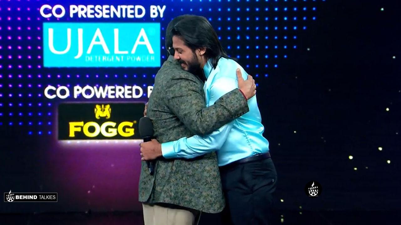 David John Hugging Mohanlal in Bigg Boss